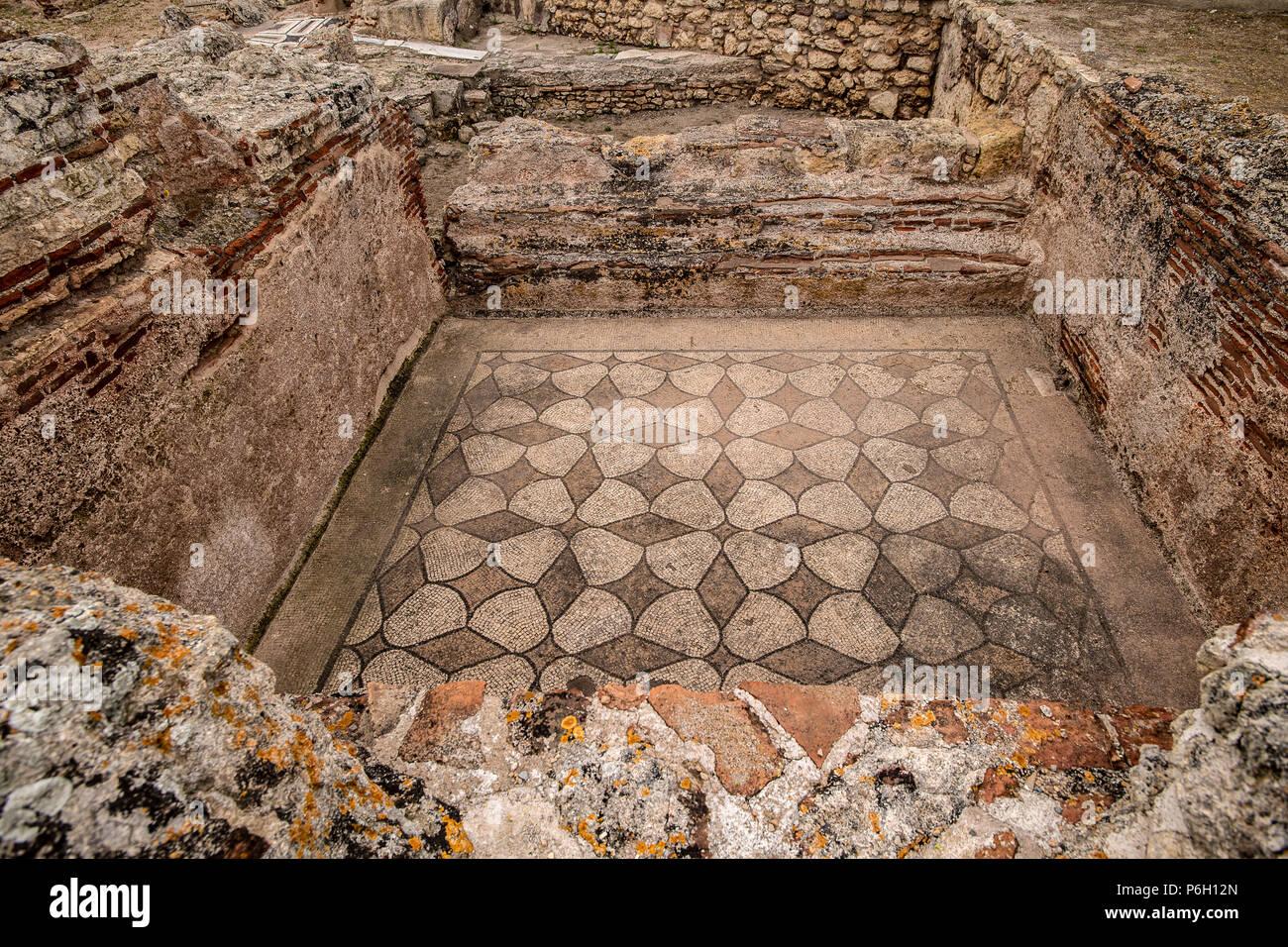 Italia Cerdeña Porto Torres - Turris Libisonis Parque Arqueológico y Museo Nacional de Arqueología Antiquarium Turritar-casa privada,piso de mosaico, Imagen De Stock