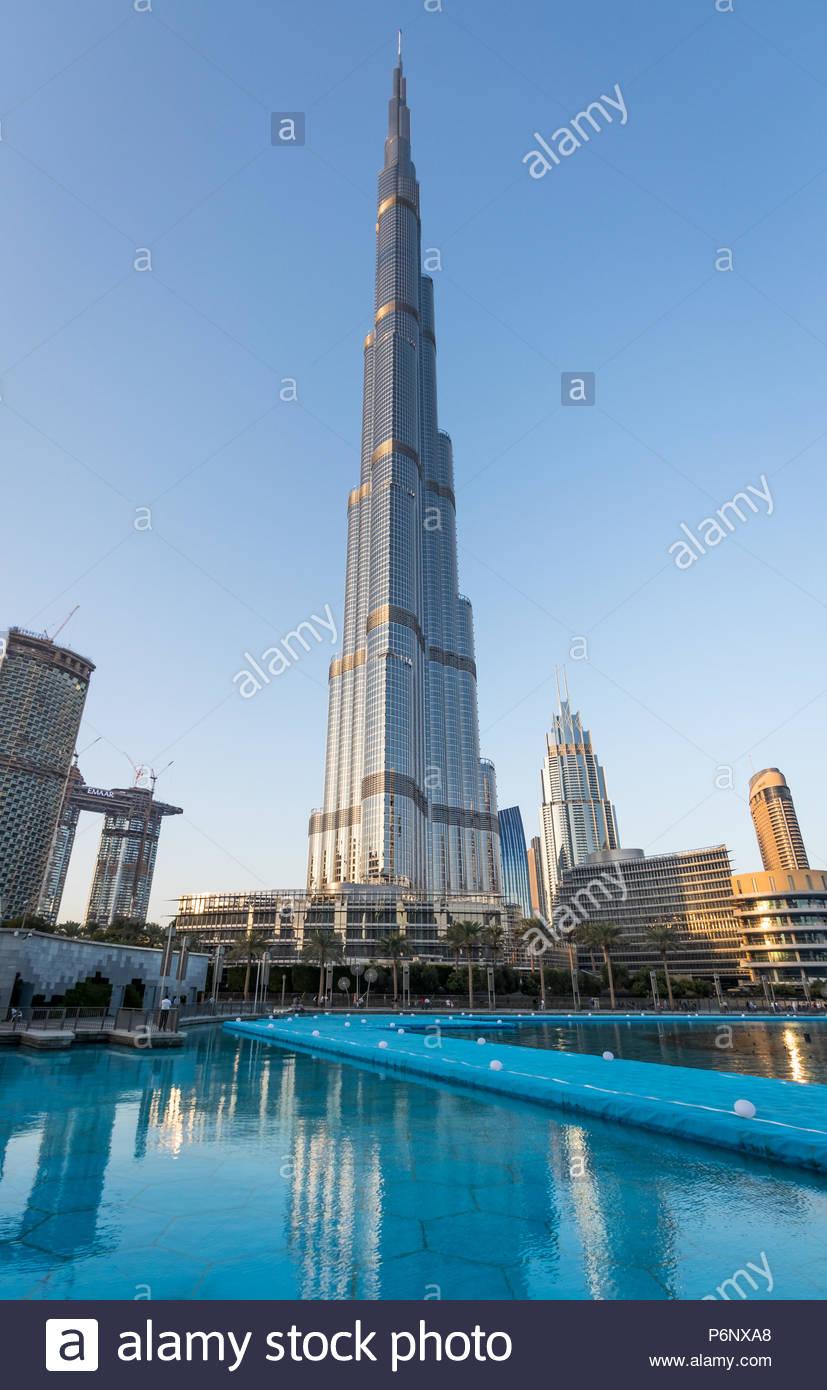 Una vista del Burj Khalifa en el centro de Dubai Foto de stock