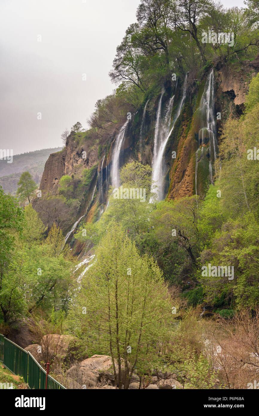 Cascada Bisheh f en los Montes Zagros, en la provincia de Lorestán. Irán Foto de stock