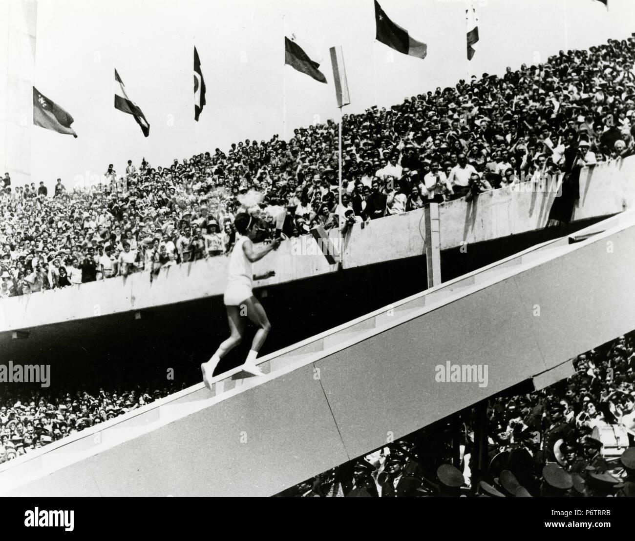 Portador Toarch En Mexico 68 Juegos Olimpicos Mexico 1968 Foto