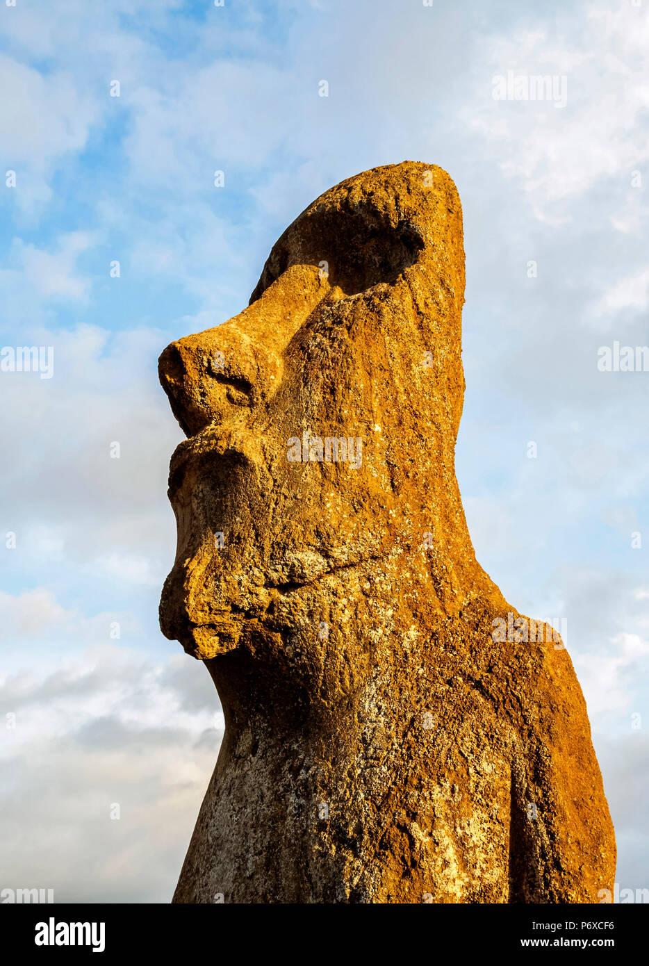 Moai en Ahu Tongariki, el Parque Nacional Rapa Nui, Isla de Pascua, Chile Imagen De Stock
