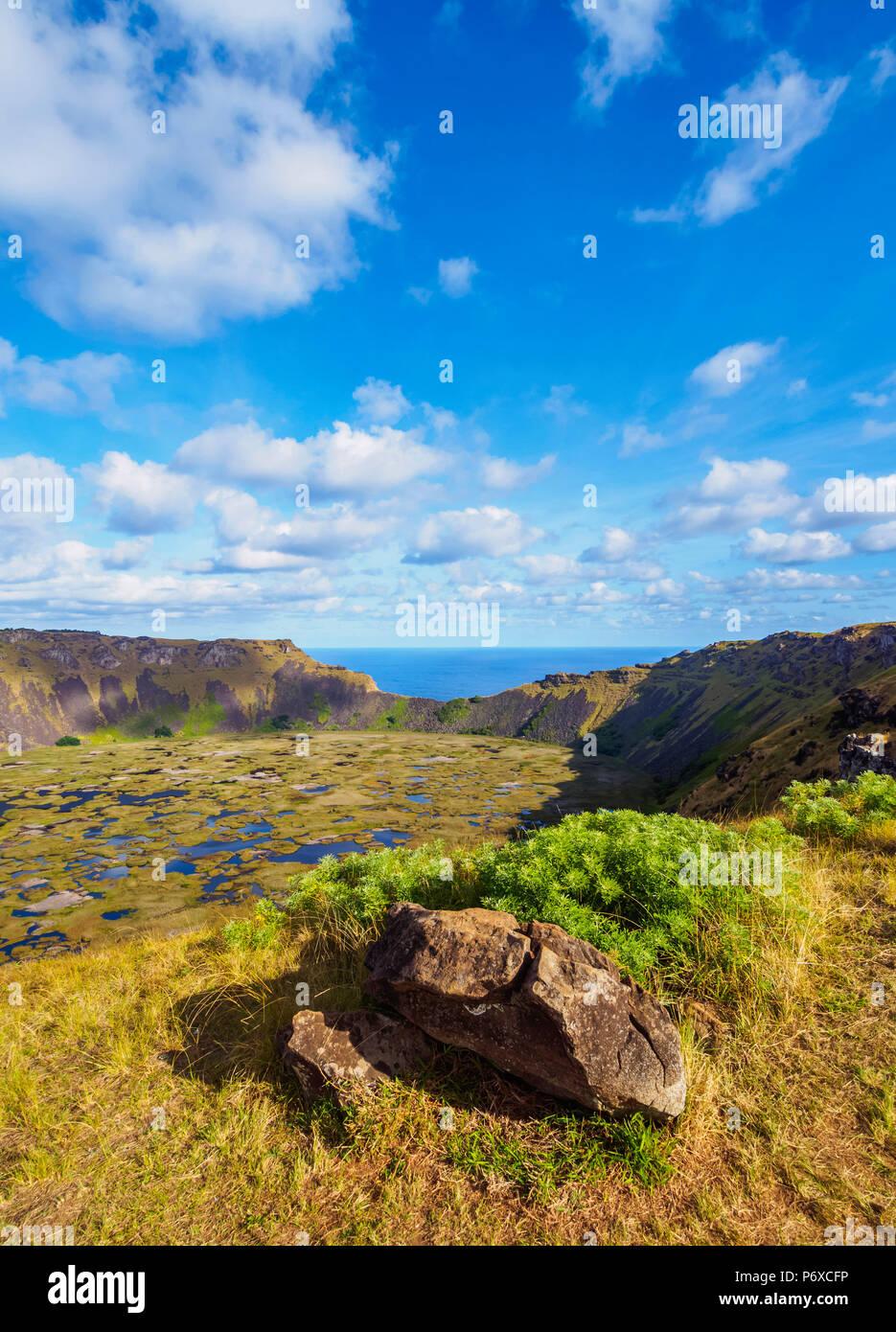 Cráter del volcán Rano Kau, la Isla de Pascua, Chile Imagen De Stock