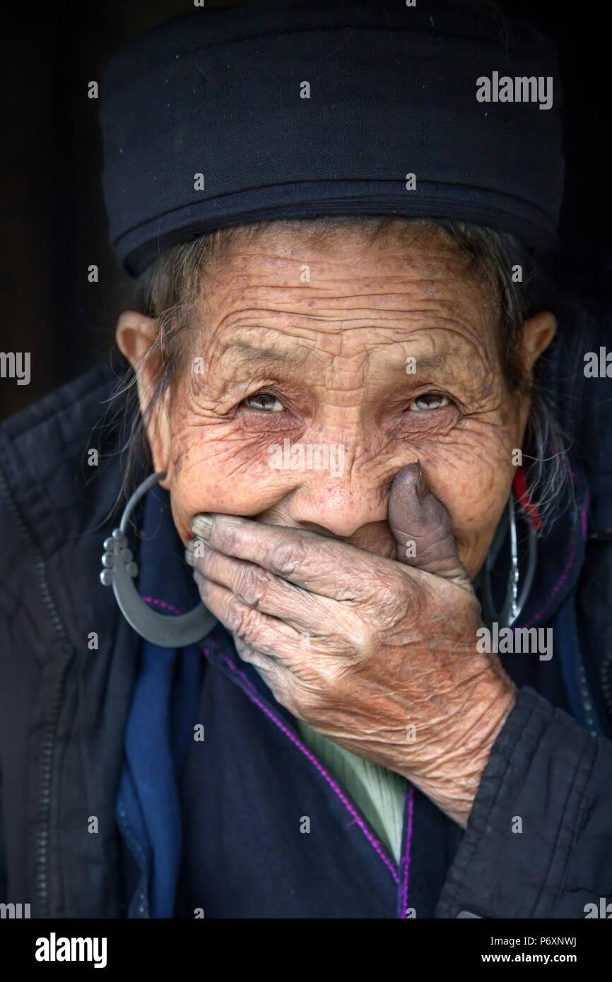 Señora Hmong negro en Sapa Vietnam Imagen De Stock