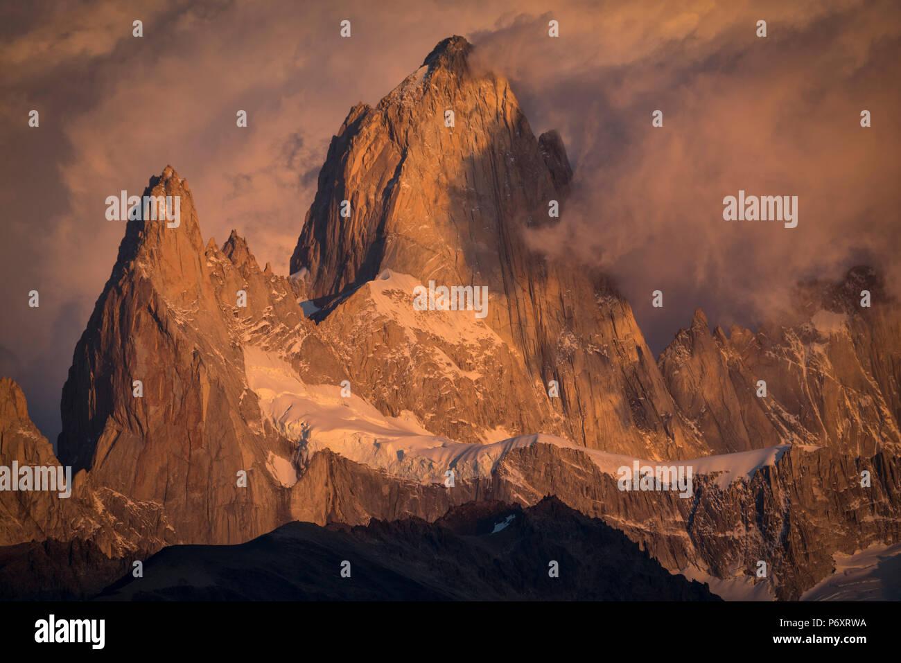 América del Sur, Patagonia, Argentina, El Chalten, Cerro Fitz Roy, en el Parque Nacional Los Glaciares Foto de stock