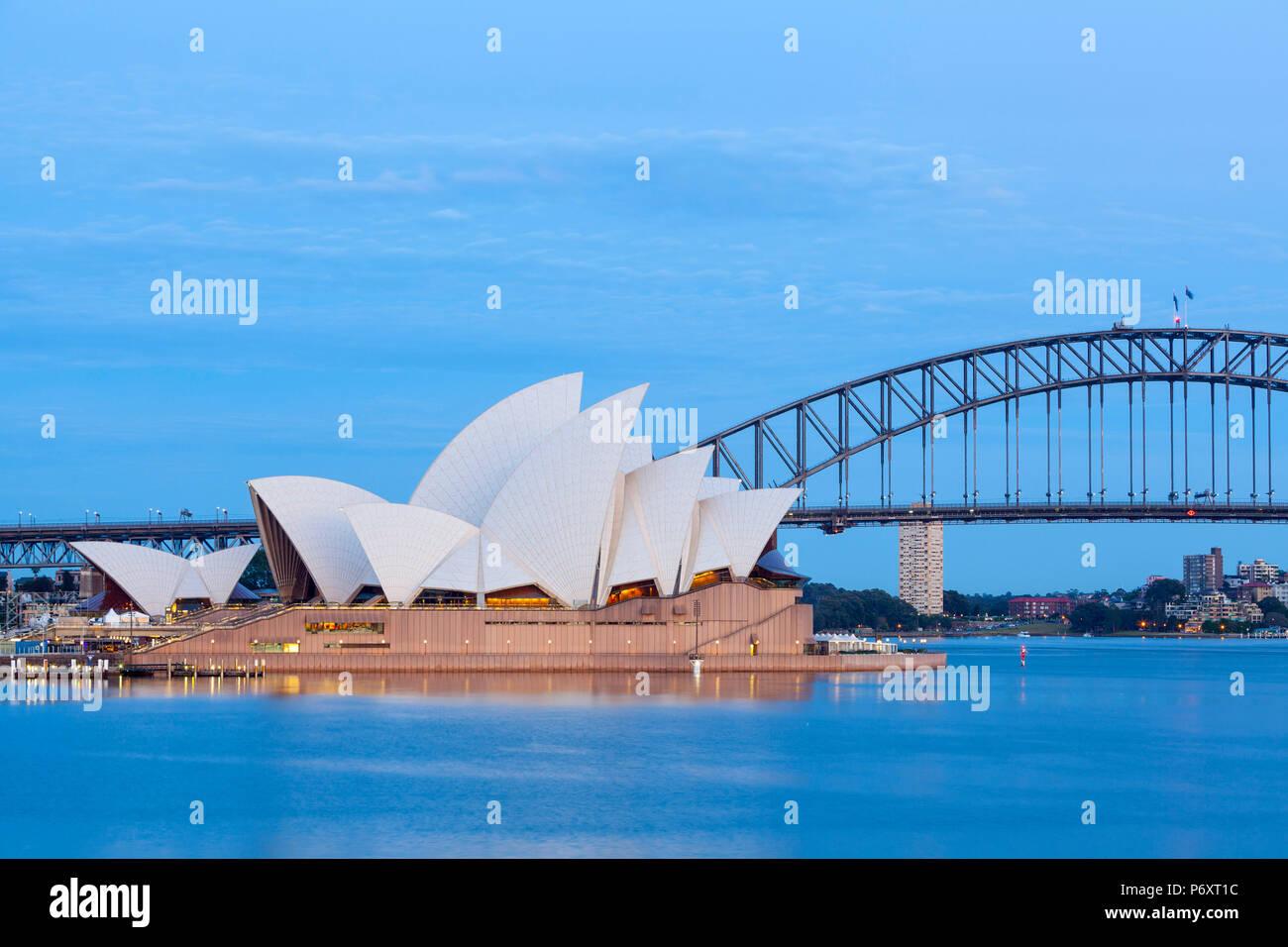 Sydney Opera House y el puente Harbour Bridge, Darling Harbour, Sydney, New South Wales, Australia Imagen De Stock