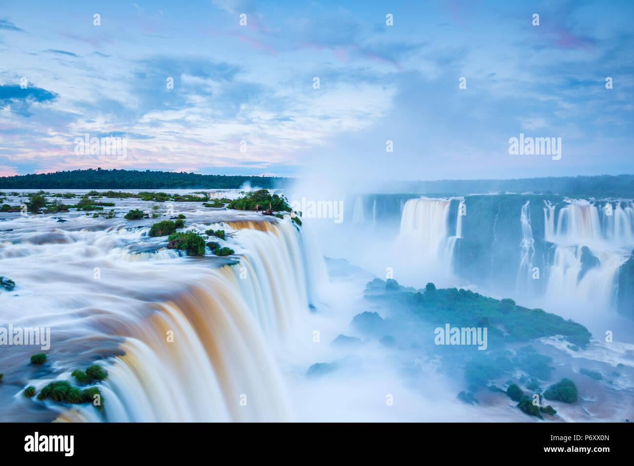 Iguazu Falls, en el estado de Paraná, Brasil Imagen De Stock