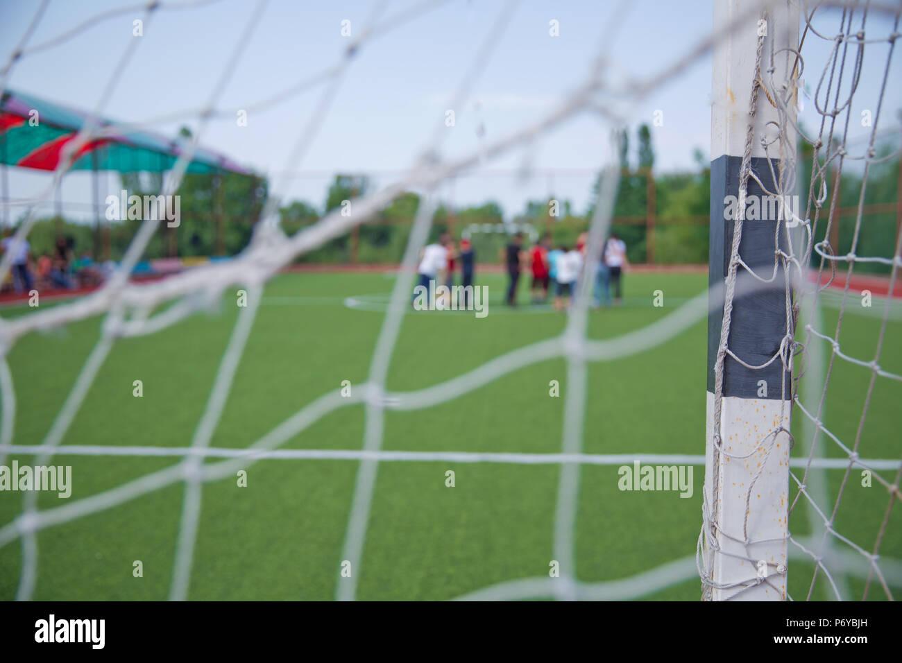 Mini Fútbol objetivo sobre un césped artificial . Fútbol jugadores ... bc5a92f28c50f
