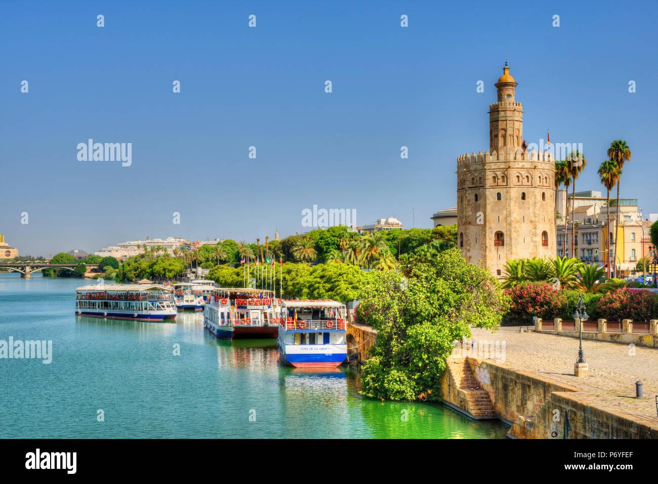 Torre del Oro y el Rio Guadelquivir, Sevilla, Andalucía, España Imagen De Stock