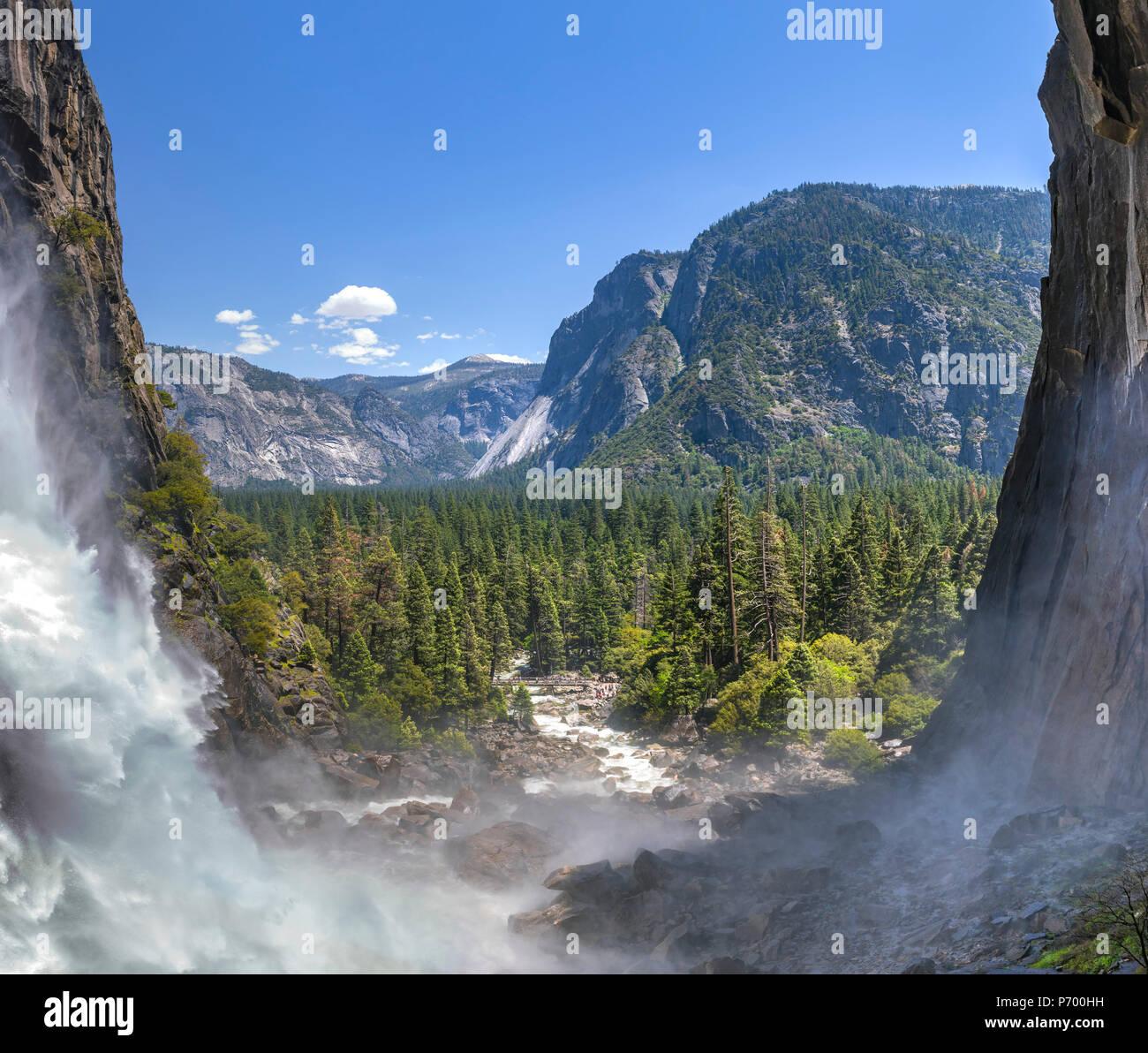 Cataratas de Yosemite Panorama inferior y el río Imagen De Stock