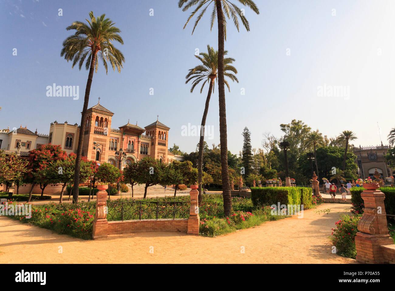 España, Andalucía, Sevilla, Parque de Maria Luisa, el pabellón mudéjar, Museo de Artes y Costumbres Populares Imagen De Stock