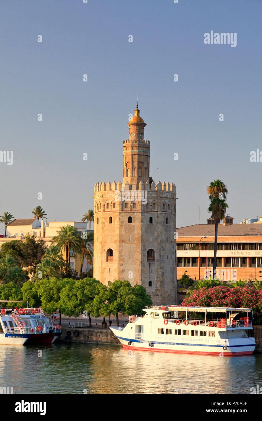 España, Andalucía, Sevilla, Torre del Oro y el Rio Guadelquivir Imagen De Stock