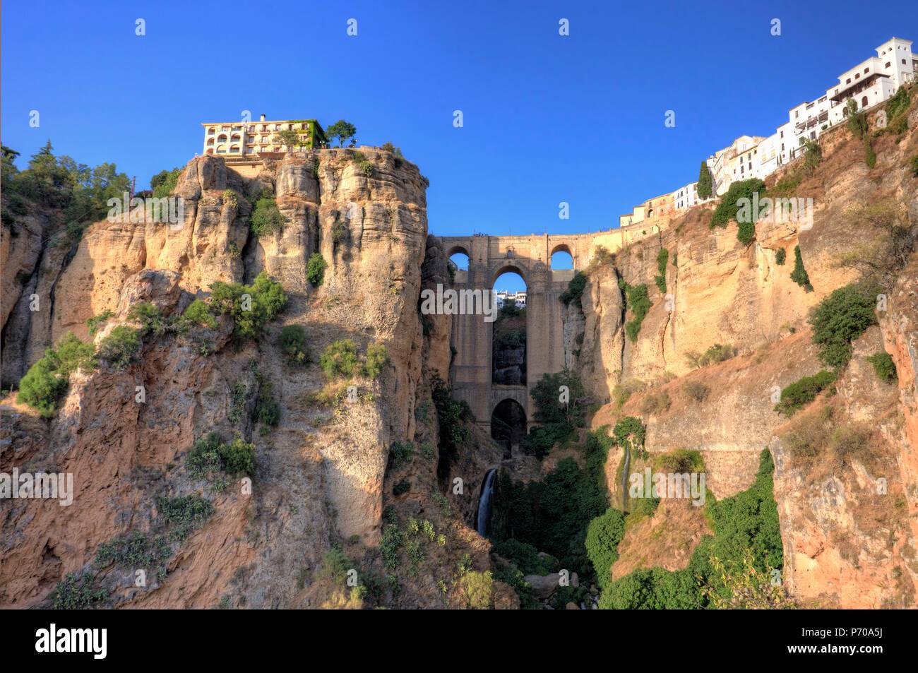 España, Andalucía, Ronda, Ronda Village y Ponte Nuovo Bridge Imagen De Stock