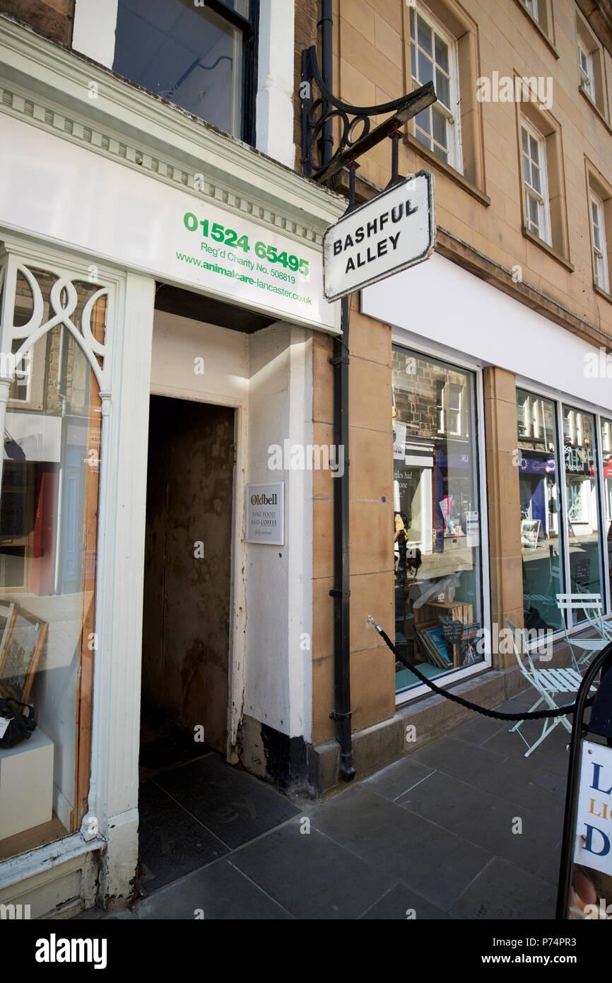 Entrada al callejón tímidas en la histórica ciudad de Lancaster, Inglaterra Imagen De Stock