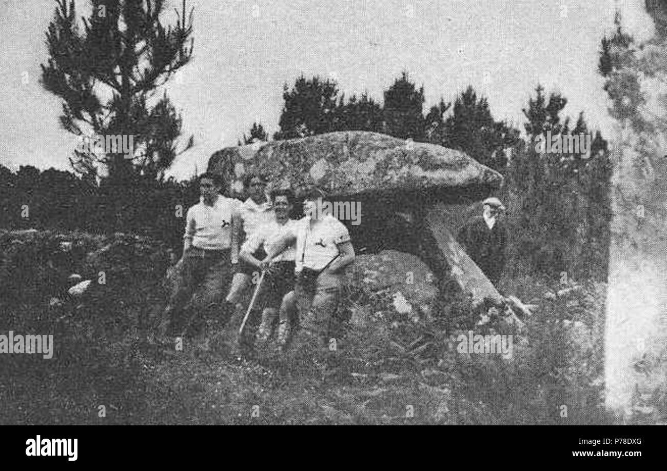64 Álvaro María de las casas e os Ultreyas visitando o dólmen de Oleiros 1933 Foto de stock