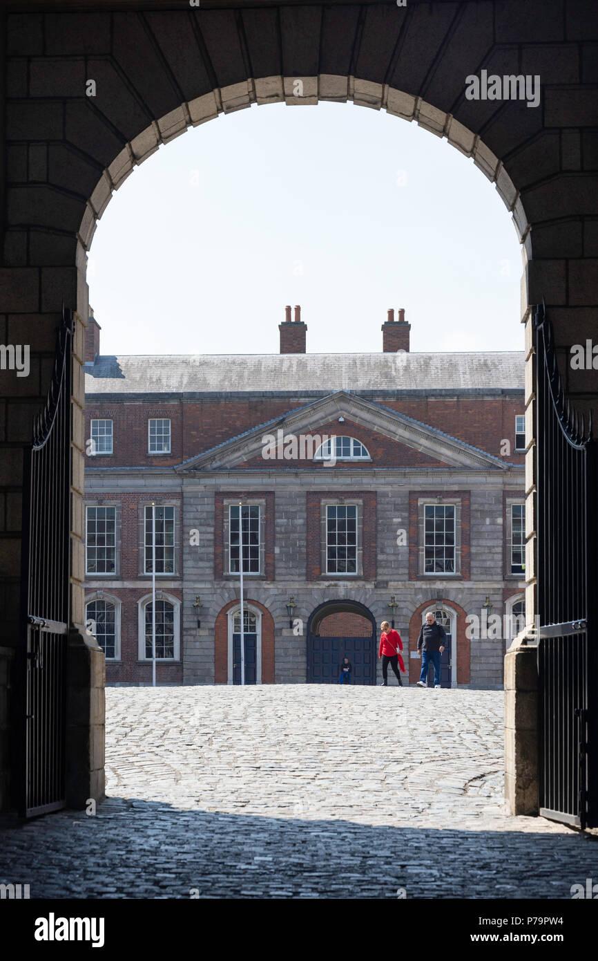El gran patio en el Castillo de Dublín, Dame Street, Temple Bar, Dublin, Leinster, Provincia de la República de Irlanda Foto de stock