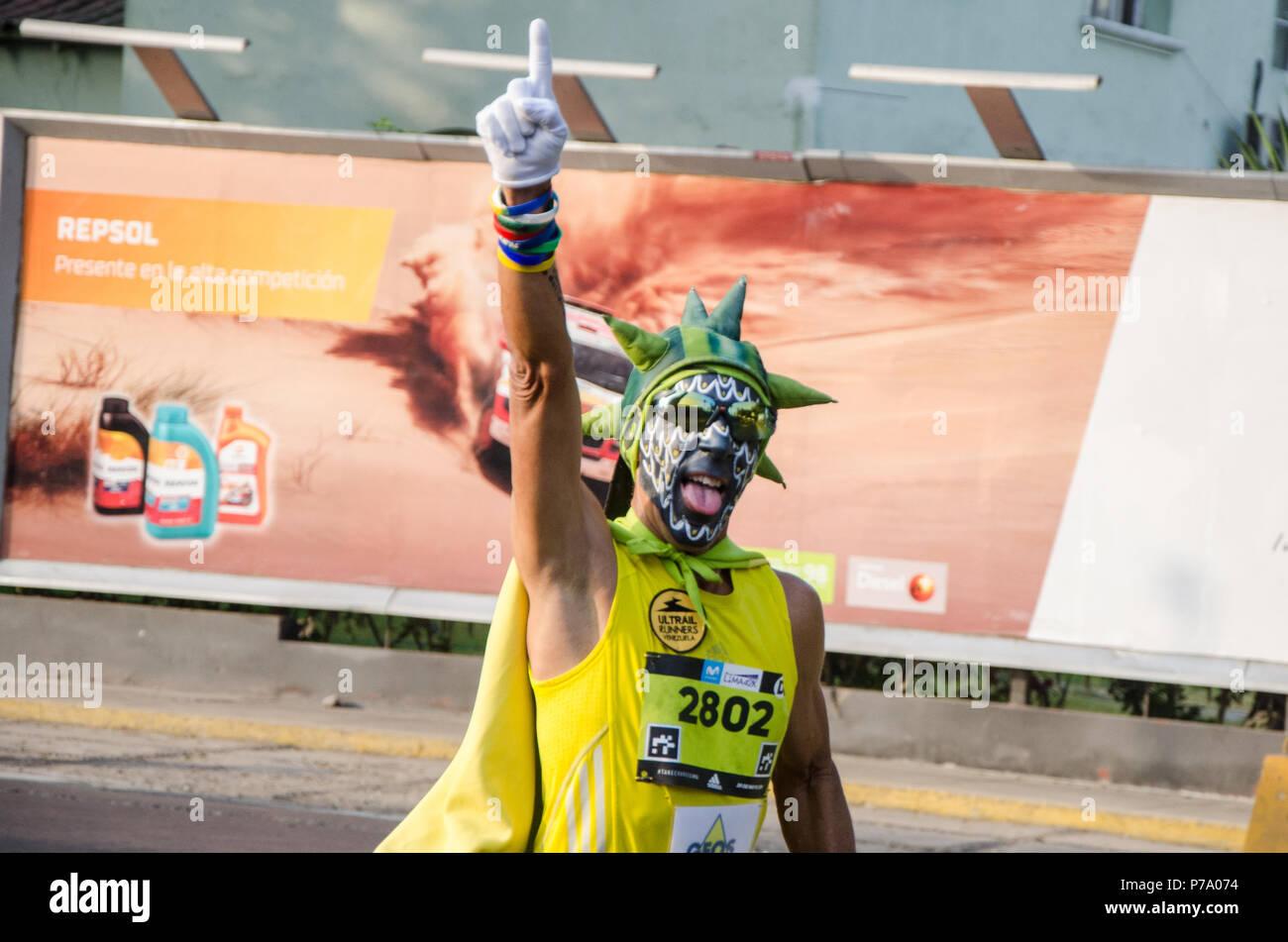 Lima, Perú - 20 de mayo de 2018: Maratón Lima 42k, evento deportivo que reúne a atletas de todo el mundo. El excéntrico atletas Foto de stock