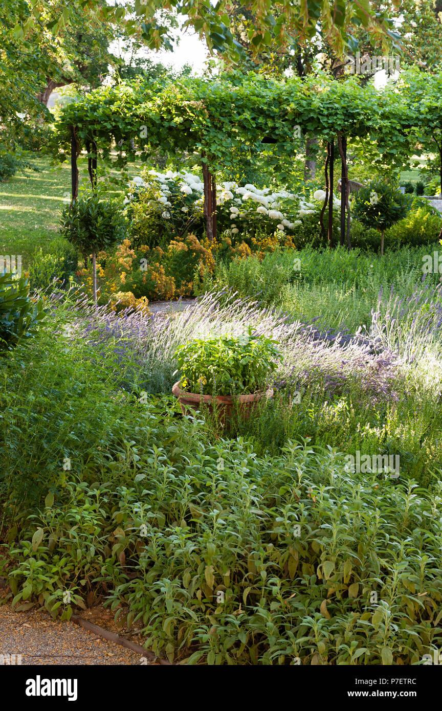 Jardín de estilo victoriano Foto de stock