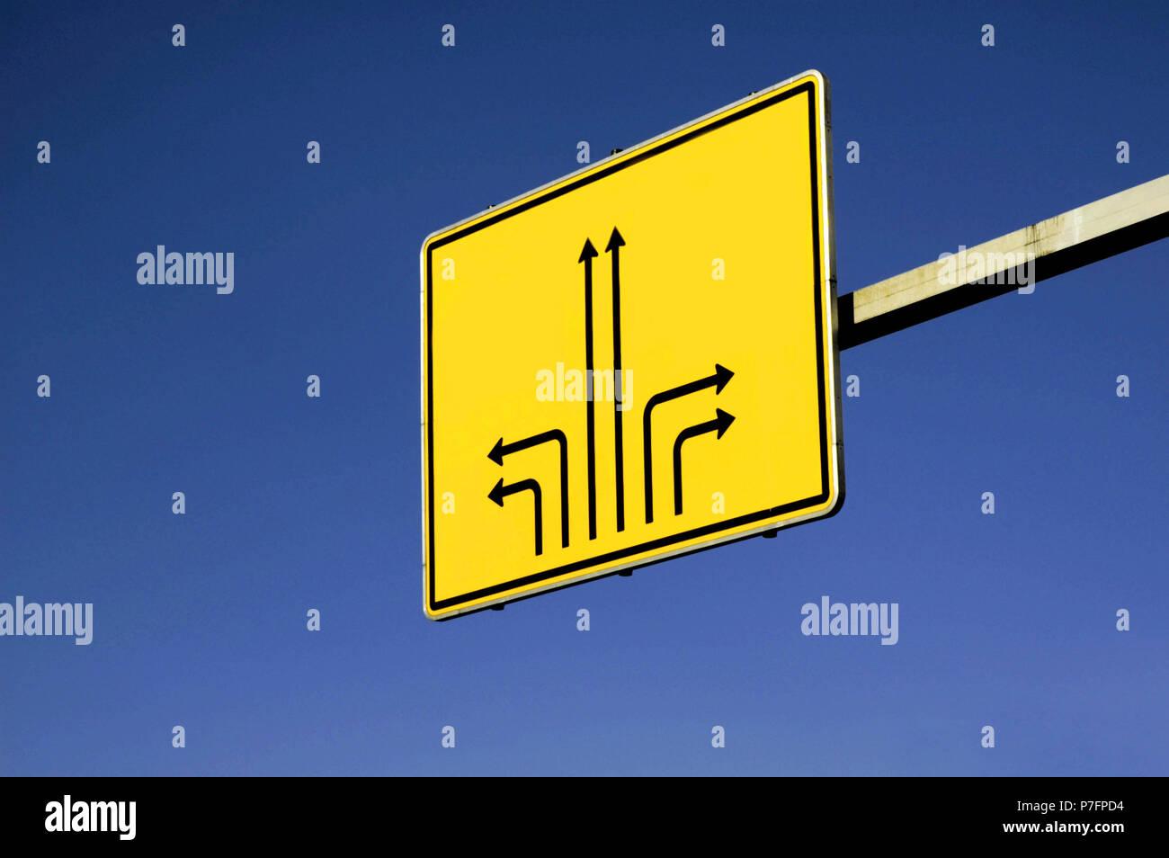 Orientación, desorientación, dirección, inútil señal de tráfico, Alemania Foto de stock