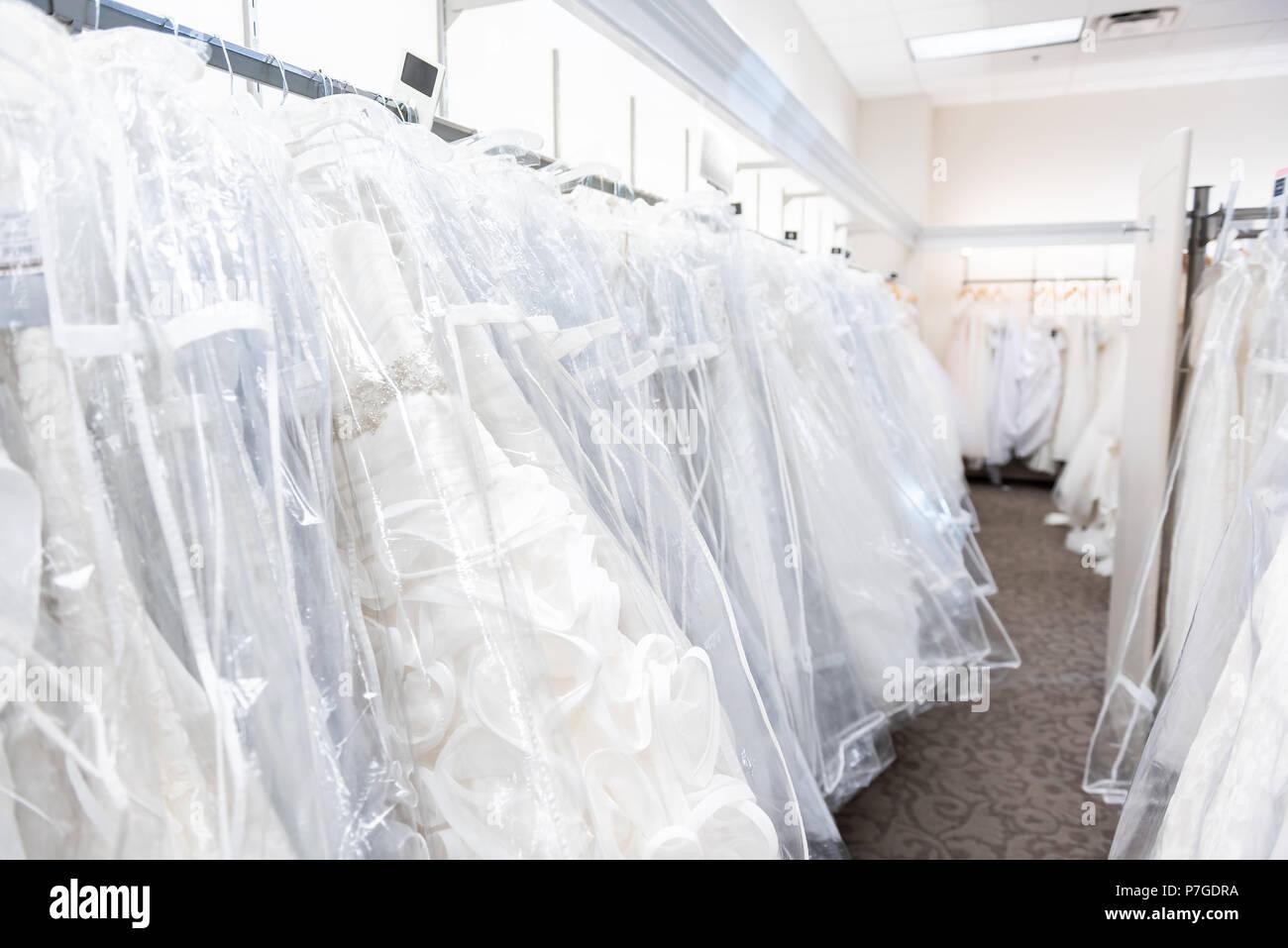 Fotos de vestidos de novia colgados
