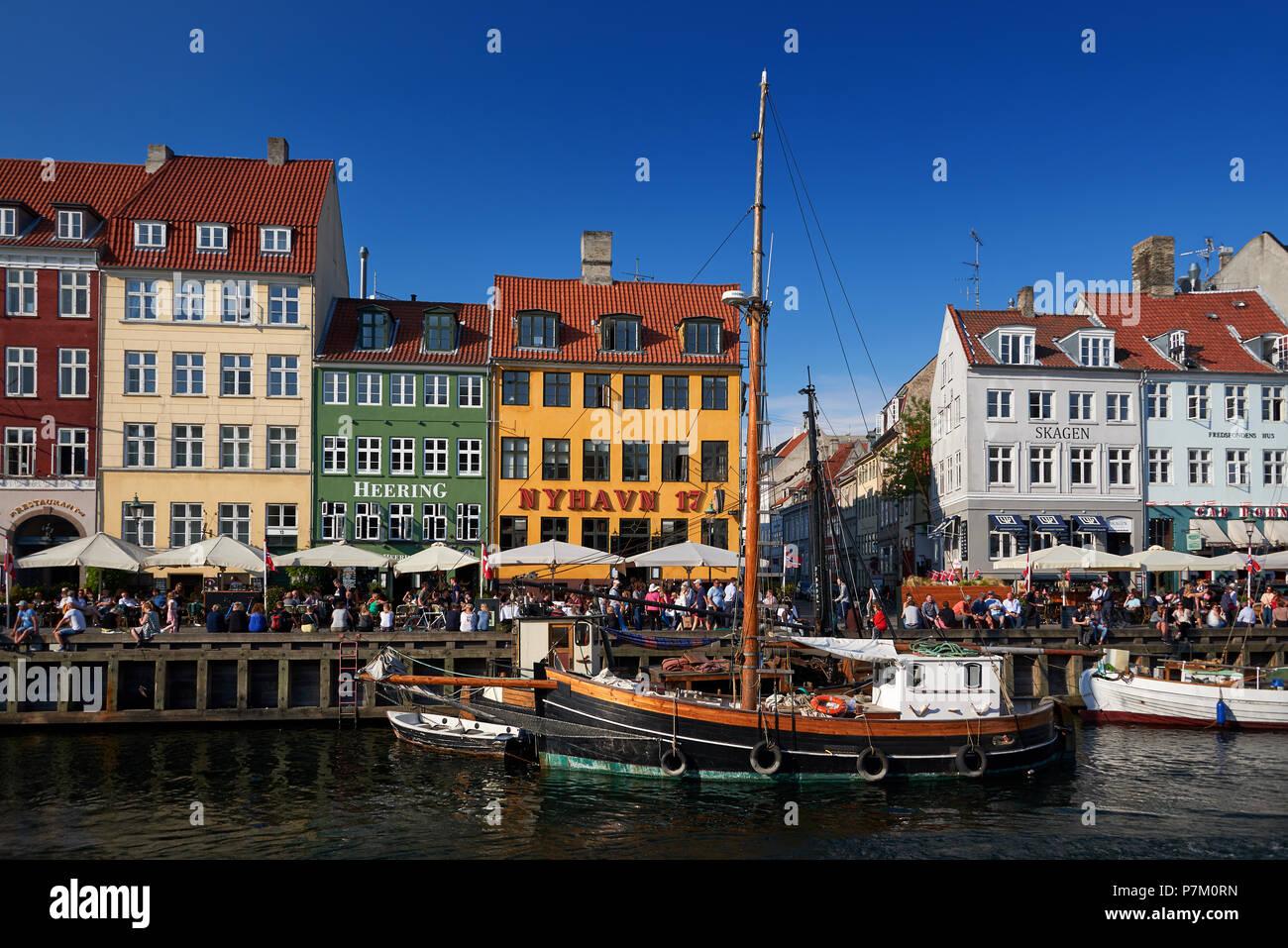 Distrito Turístico de Nyhavn en Copenhague, capital de Dinamarca Foto de stock
