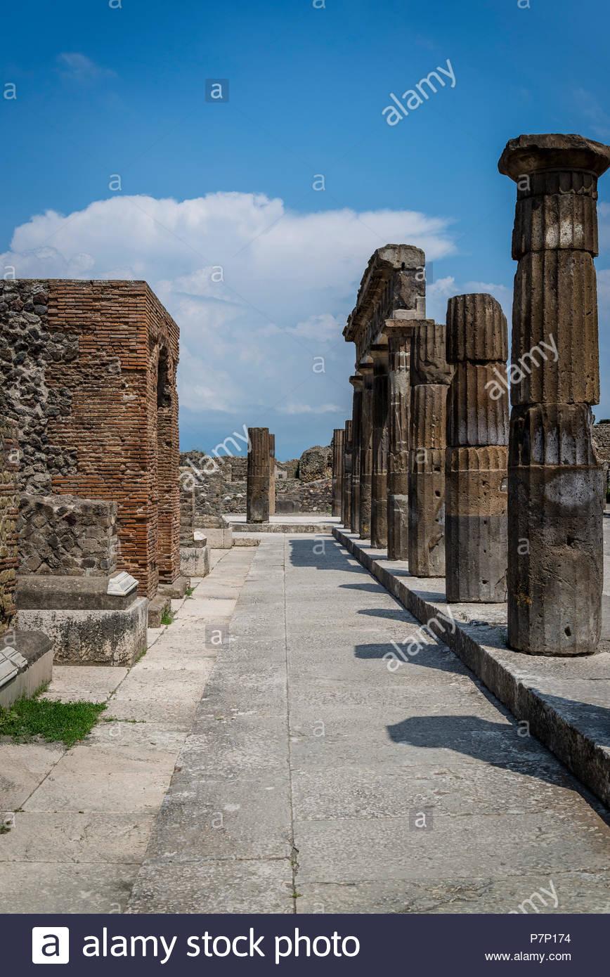 Sitio arqueológico de Pompeya, cerca de Nápoles, foro, Italia Imagen De Stock