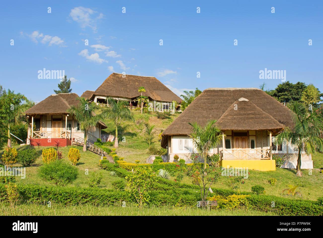 Safari Lodge Resort, babuino Safari Resort justo fuera del Parque Nacional Queen Elizabeth en Kyambura Escapment, Uganda, África Oriental Imagen De Stock