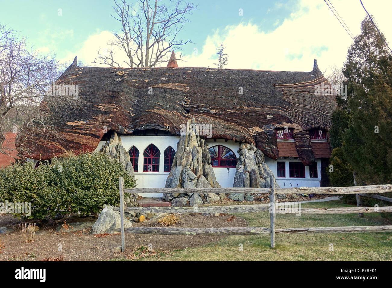 Inglés: - Tyringham Santarella, Massachusetts. Creado por el escultor Henry Hudson Kitson (1863-1947) como su hogar y estudio. El 15 de enero de 2017, 11:58:31 340 - Tyringham Santarella, MA - DSC07301 Foto de stock