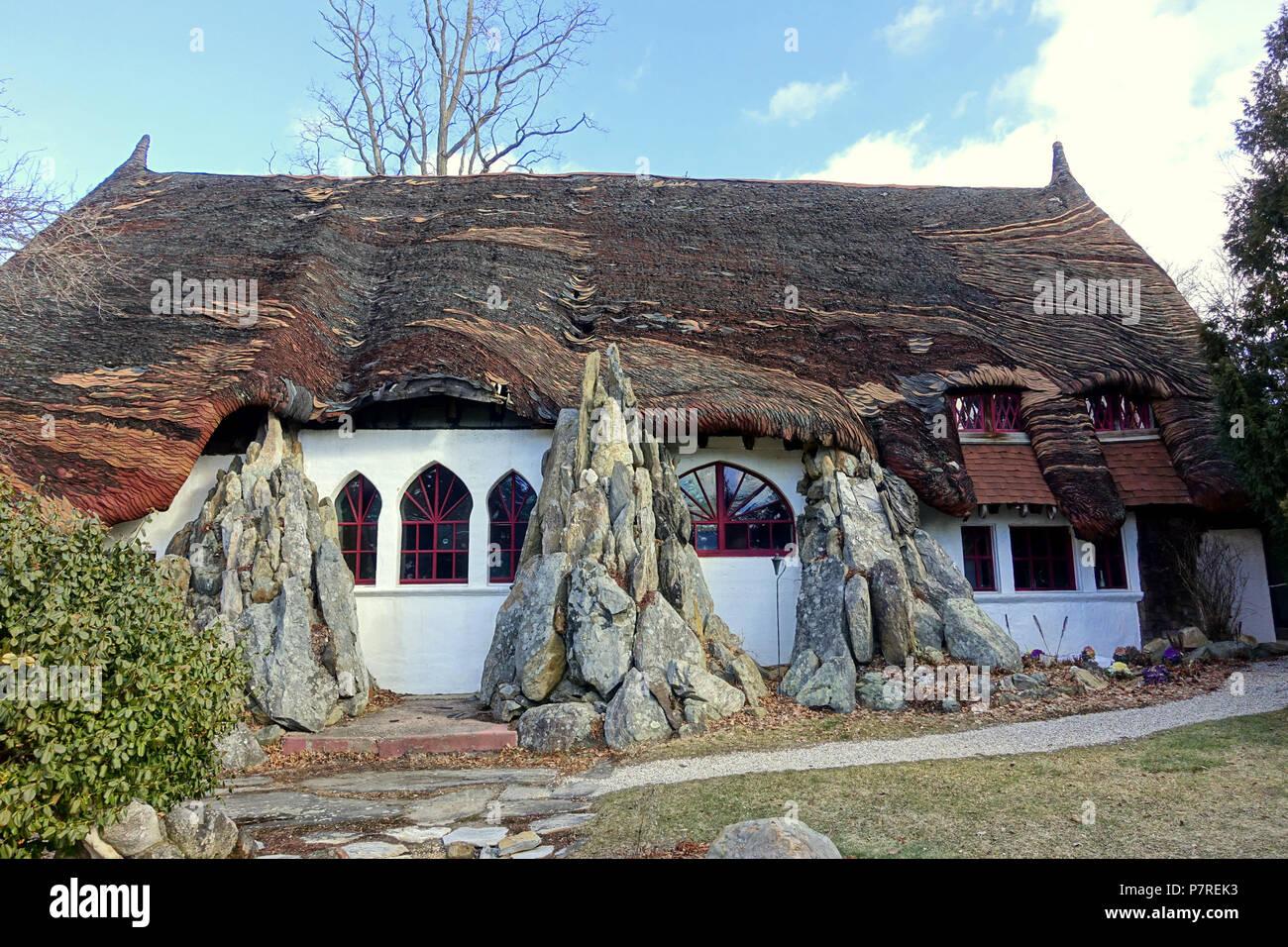 Inglés: - Tyringham Santarella, Massachusetts. Creado por el escultor Henry Hudson Kitson (1863-1947) como su hogar y estudio. El 15 de enero de 2017, 11:59:12 340 - Tyringham Santarella, MA - DSC07306 Foto de stock