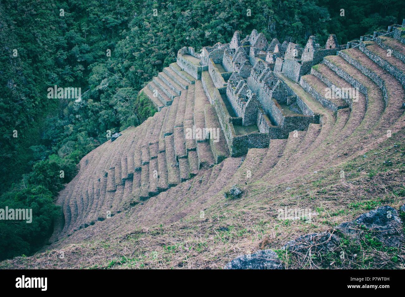 Antiguas Ruinas Incas Y Terrazas De Cultivo Visto Desde El