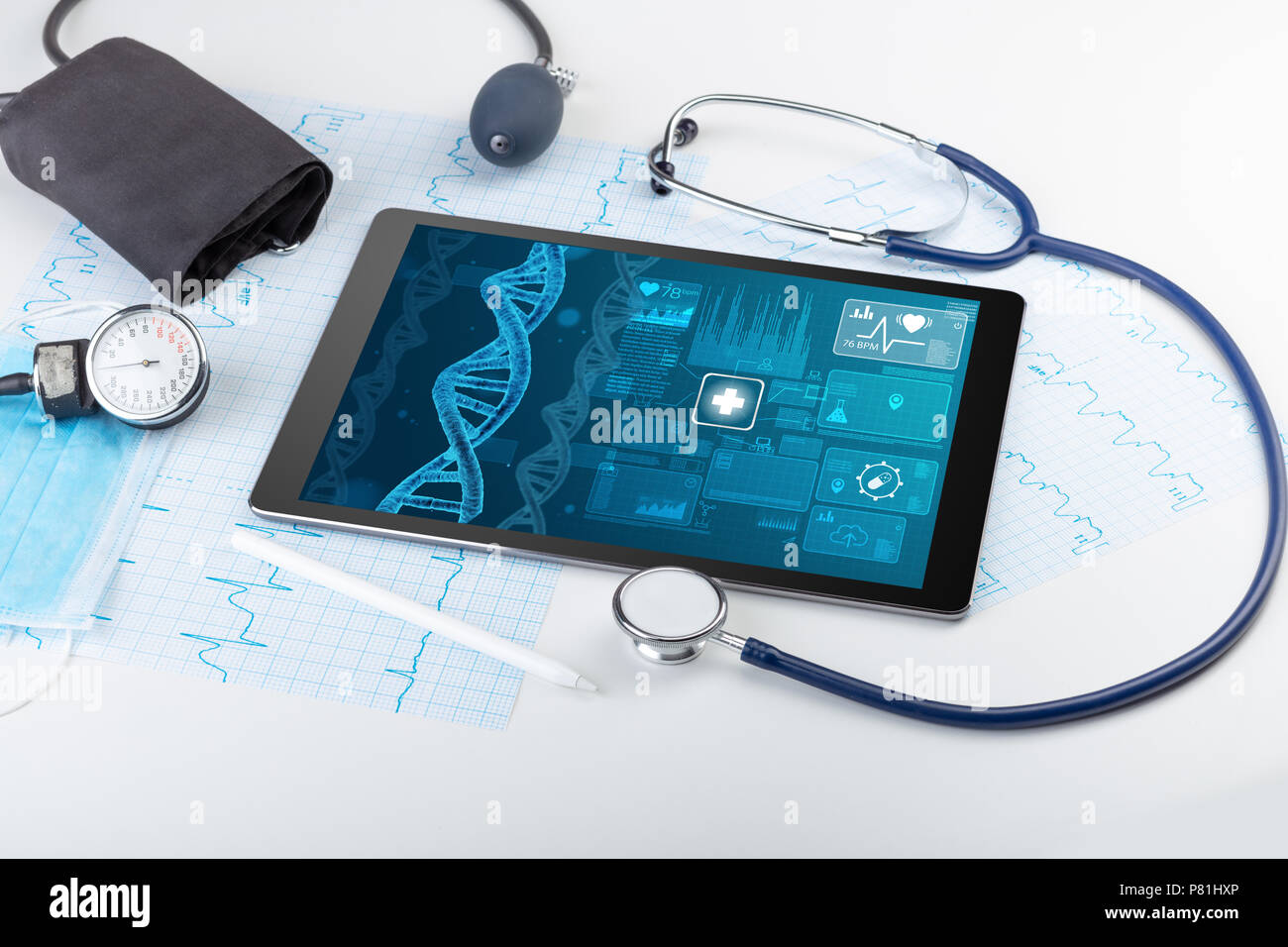 Prueba genética y biotecnología concepto con dispositivos de tecnología médica Imagen De Stock