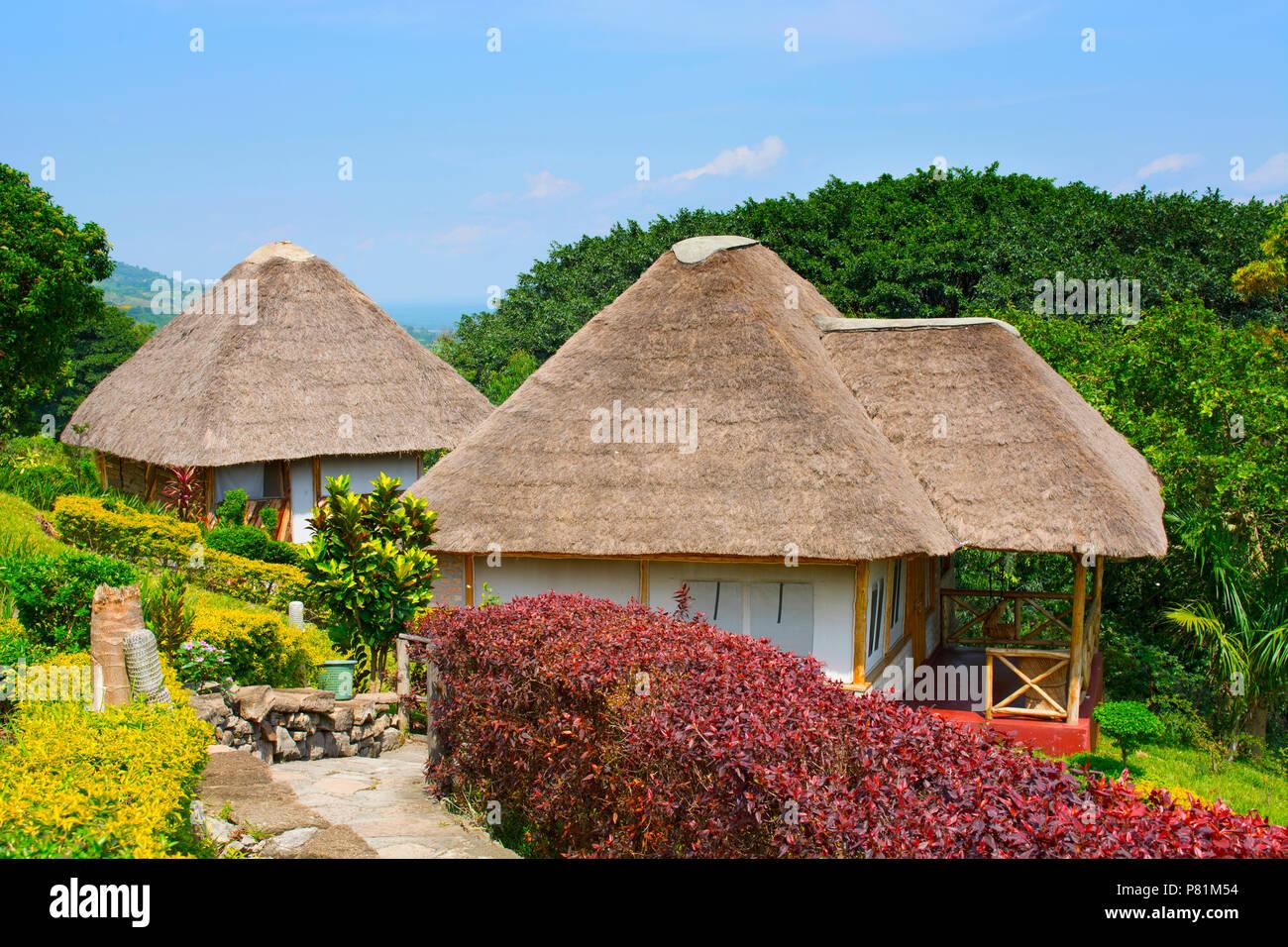 Babuino Safari Lodge, justo fuera del Parque Nacional Queen Elizabeth en Kyambura escapement, Uganda, África Oriental Imagen De Stock