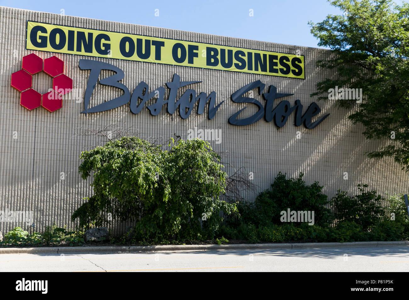 """Un """"Salir de negocio"""" signo exterior de un Boston Store tienda en Racine, Wisconsin, el 23 de junio de 2018. Imagen De Stock"""