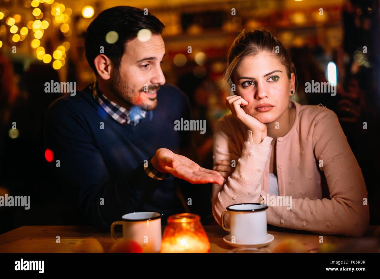 Triste par tener conflictos y problemas de relación Imagen De Stock