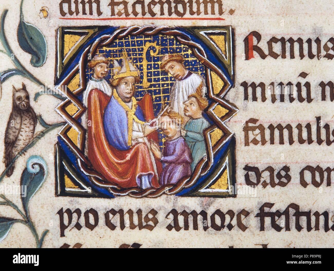 Pontificia de Guillaume Durand, c. 1409-1415. Letra inicial obispo realizando anu tonsura. Arxiu Capitular de la Catedral de Girona. Foto de stock