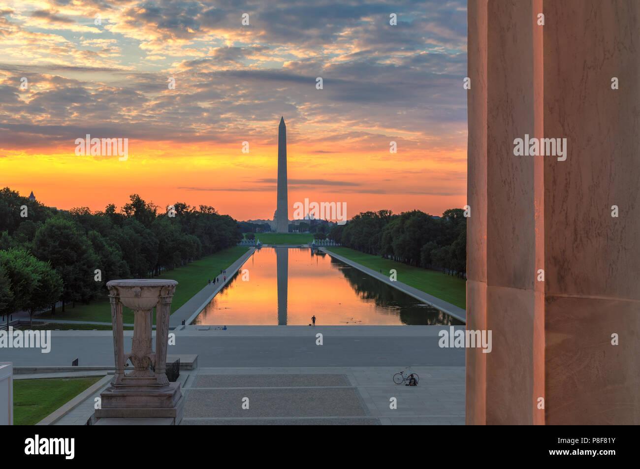 Desde el Monumento a Washington, el Lincoln Memorial, al amanecer. Imagen De Stock