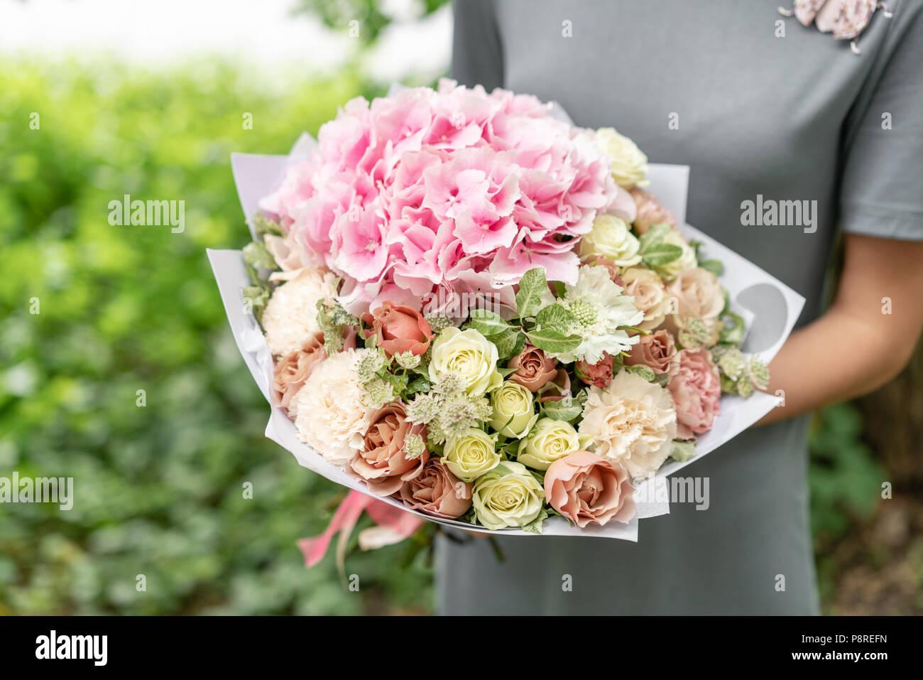 Hermoso Ramo Primaveral Arreglo Floral Con Hortensias Y
