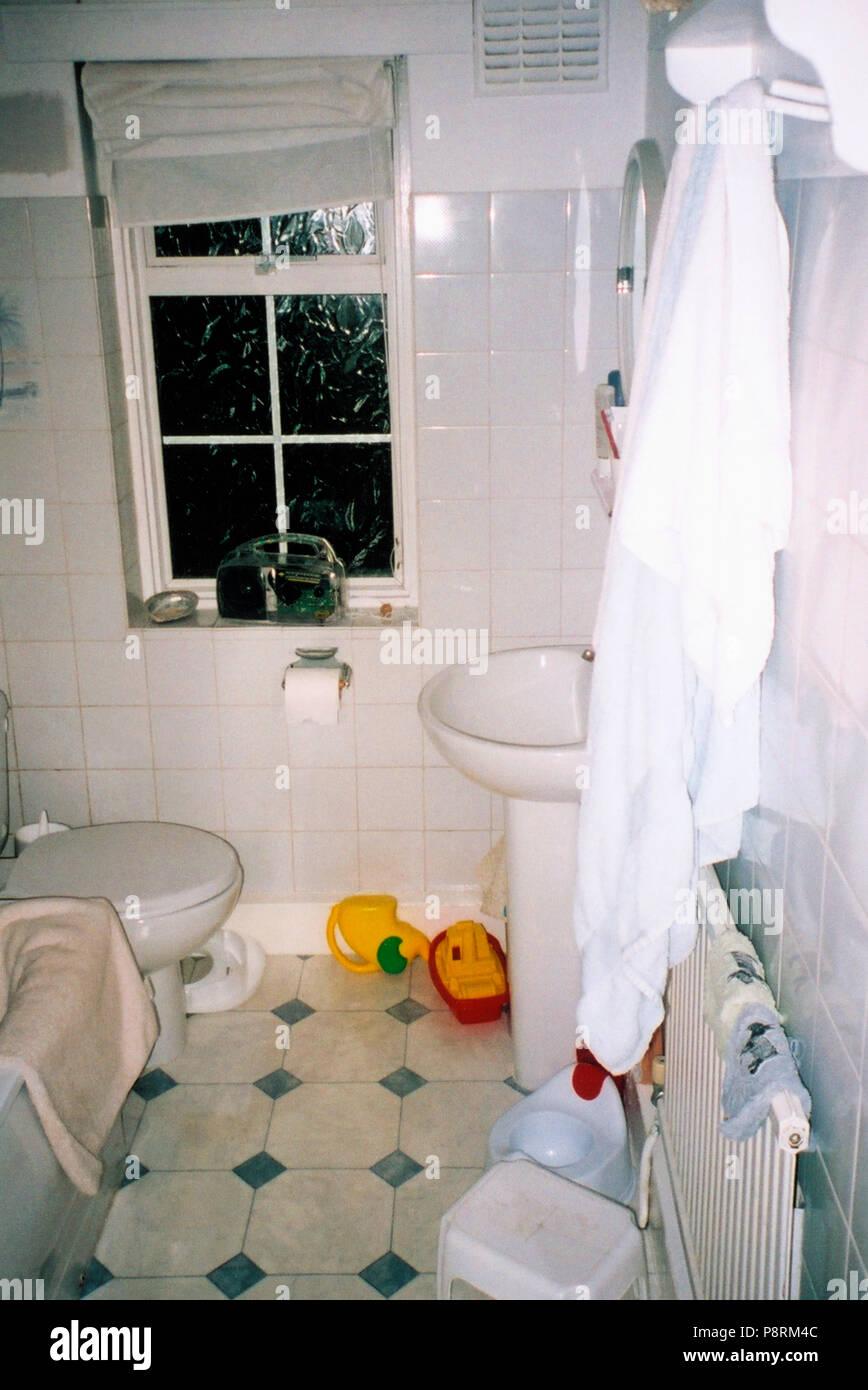 Banos Alicatados.Banos Alicatados En Blanco Antes De La Renovacion Foto