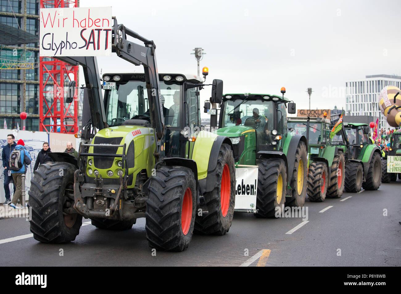 Berlín, Alemania, los agricultores protestaban en la demo - estamos enfermos! Imagen De Stock