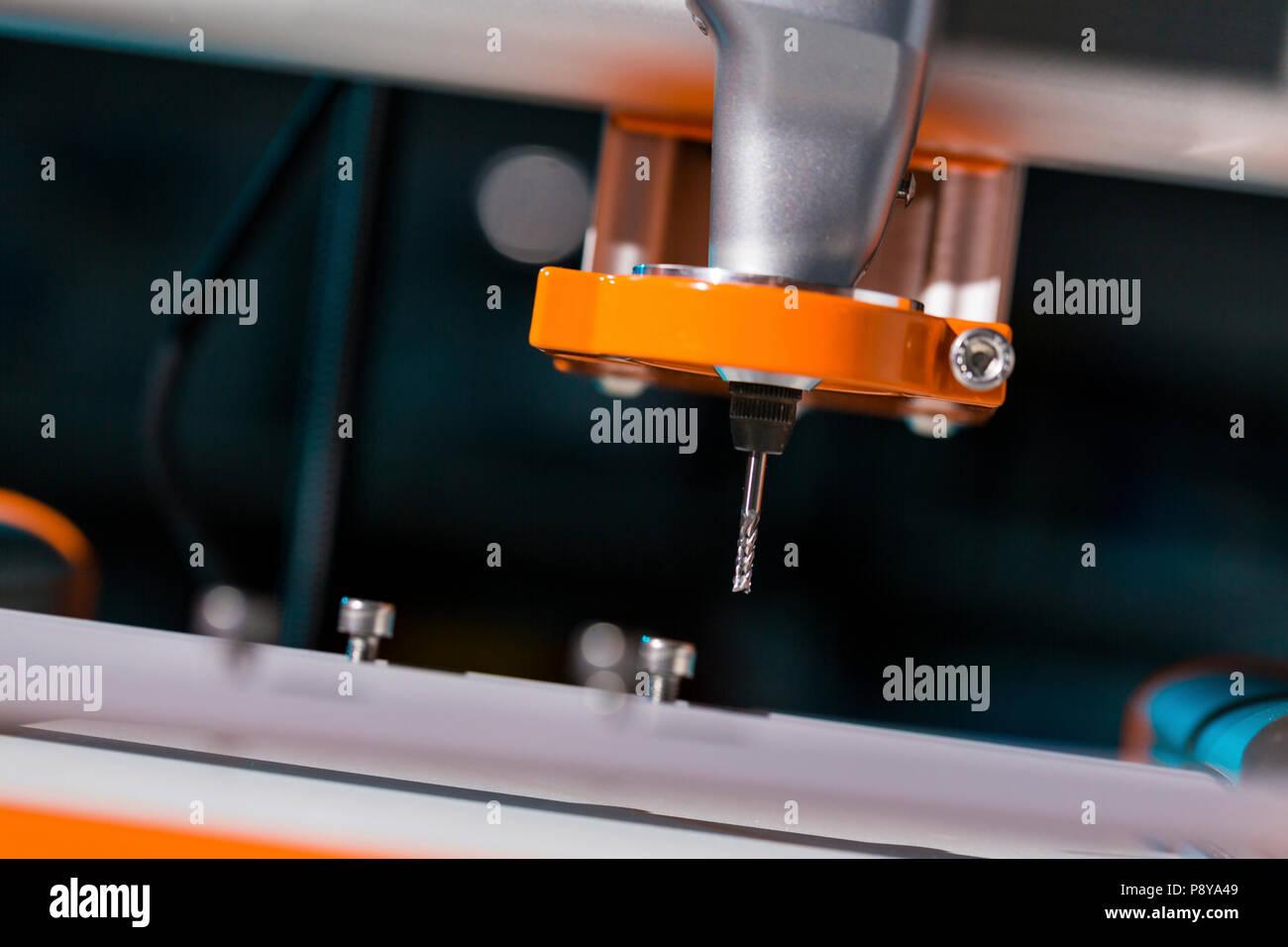 Herramienta de corte en la fresadora CNC. Foto de stock
