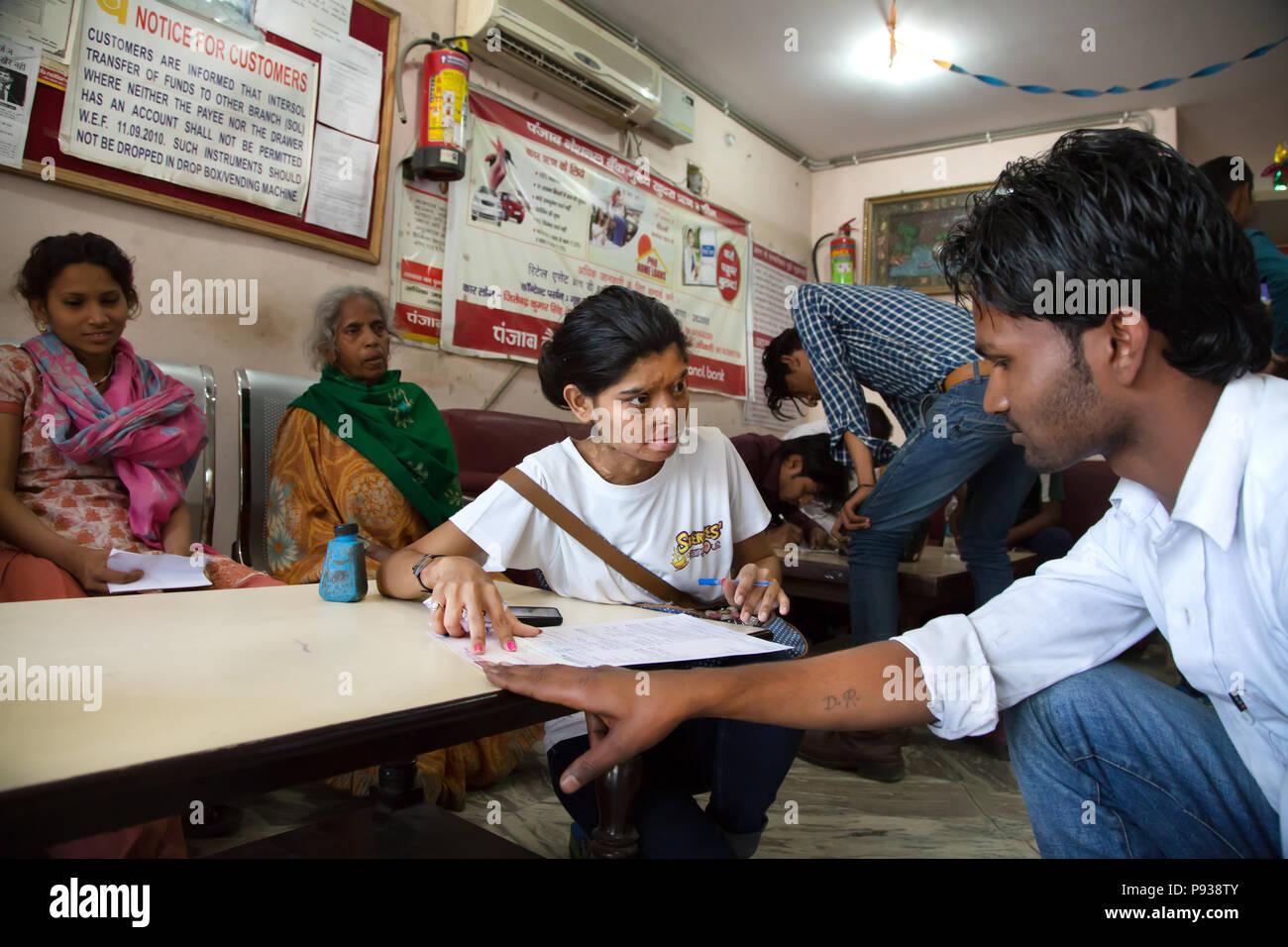 Ritu, víctima de un ataque de ácido en Agra (de detener los ataques con ácido campaña, India) Imagen De Stock