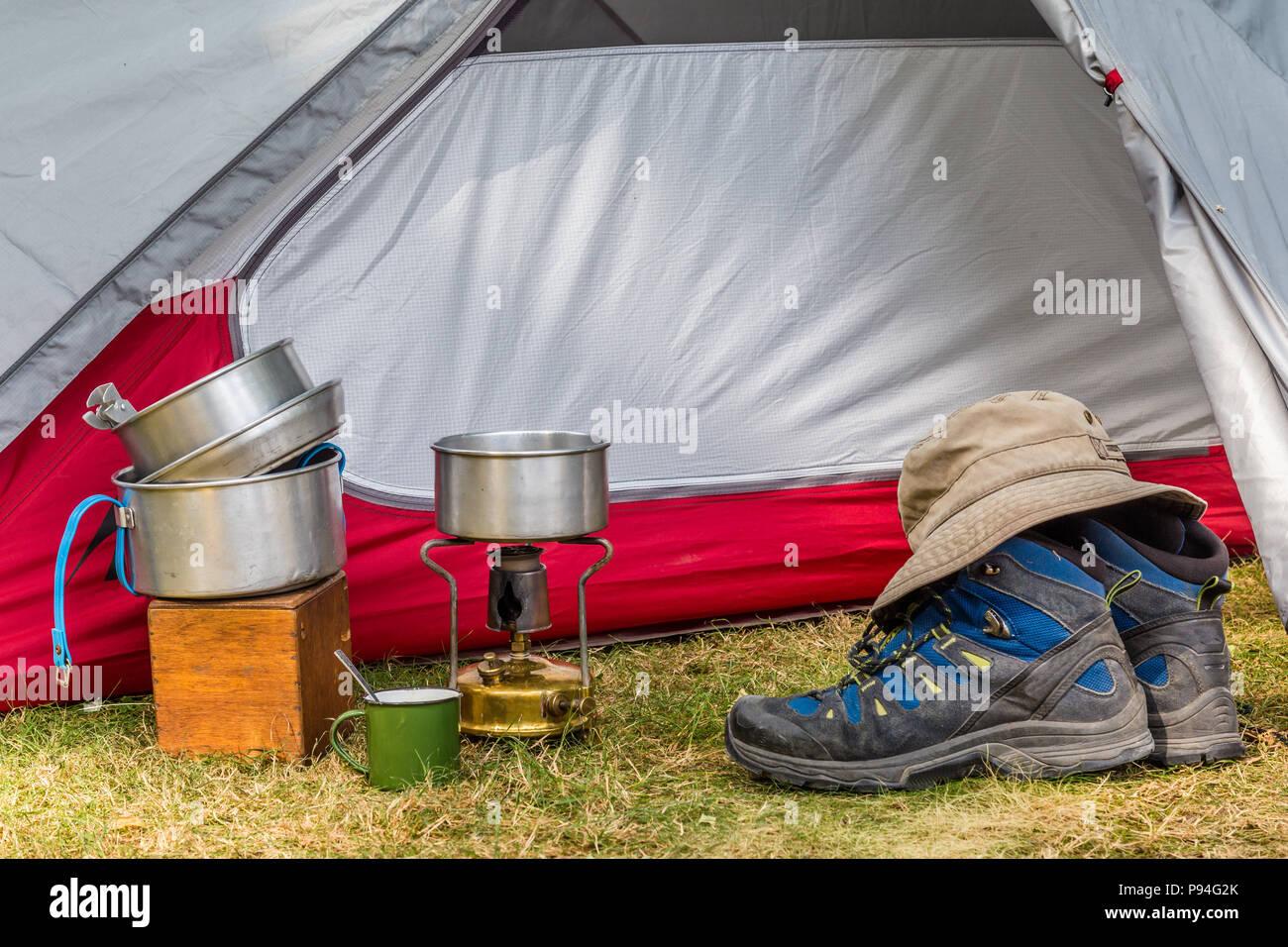 El equipo de cocina en el camping Imagen De Stock