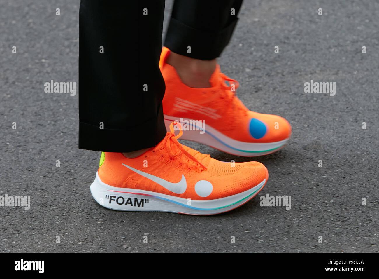 Espuma Milán Junio Zapatos Nike 18 Naranja Hombre Con Antes De qrUqZAw