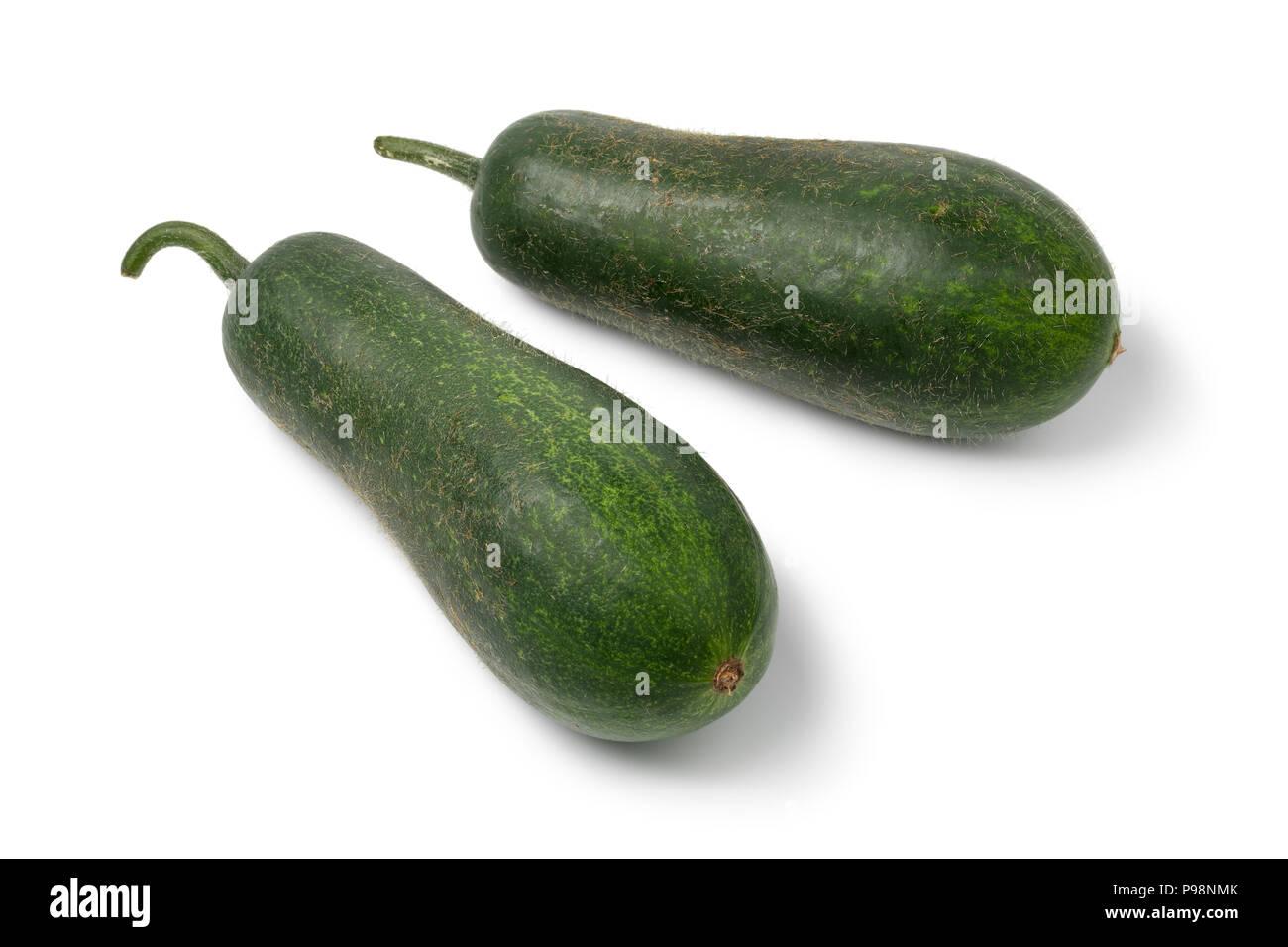 Par de melones fuzzy entera fresca cruda aislado sobre fondo blanco. Imagen De Stock