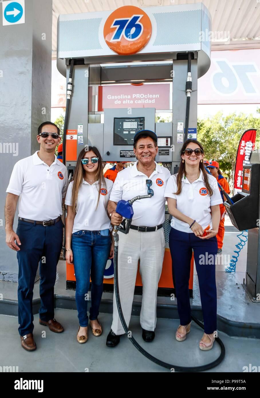 Primera estación de gasolina 76 en Hermosillo.Windstar. Estación de gas. Servicio de gasolina diesel. hidrocarburos, mezcla, petróleo, destilación, combustible, queman Foto de stock