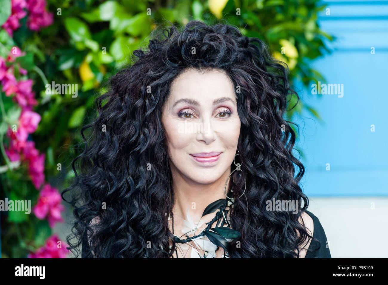 Londres, Reino Unido. El 16 de julio de 2018. Cher llega para el estreno mundial de 'Mamma Mia! Aquí vamos otra vez' en eventim, Hammersmith Apollo en Londres. Crédito: Wiktor Szymanowicz/Alamy Live News Imagen De Stock