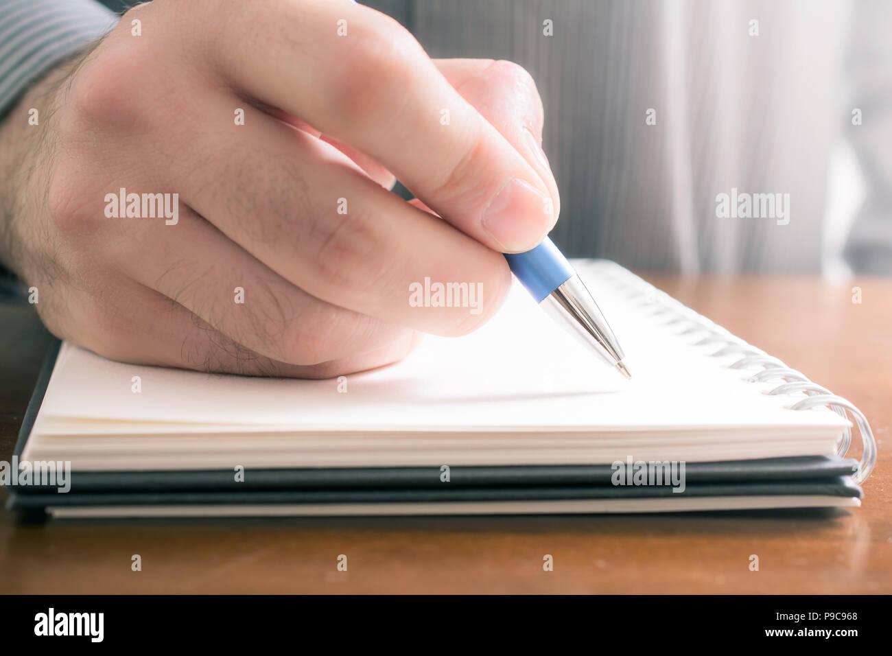 No olvide el concepto a escribir cosas importantes en un bloc de notas Foto de stock