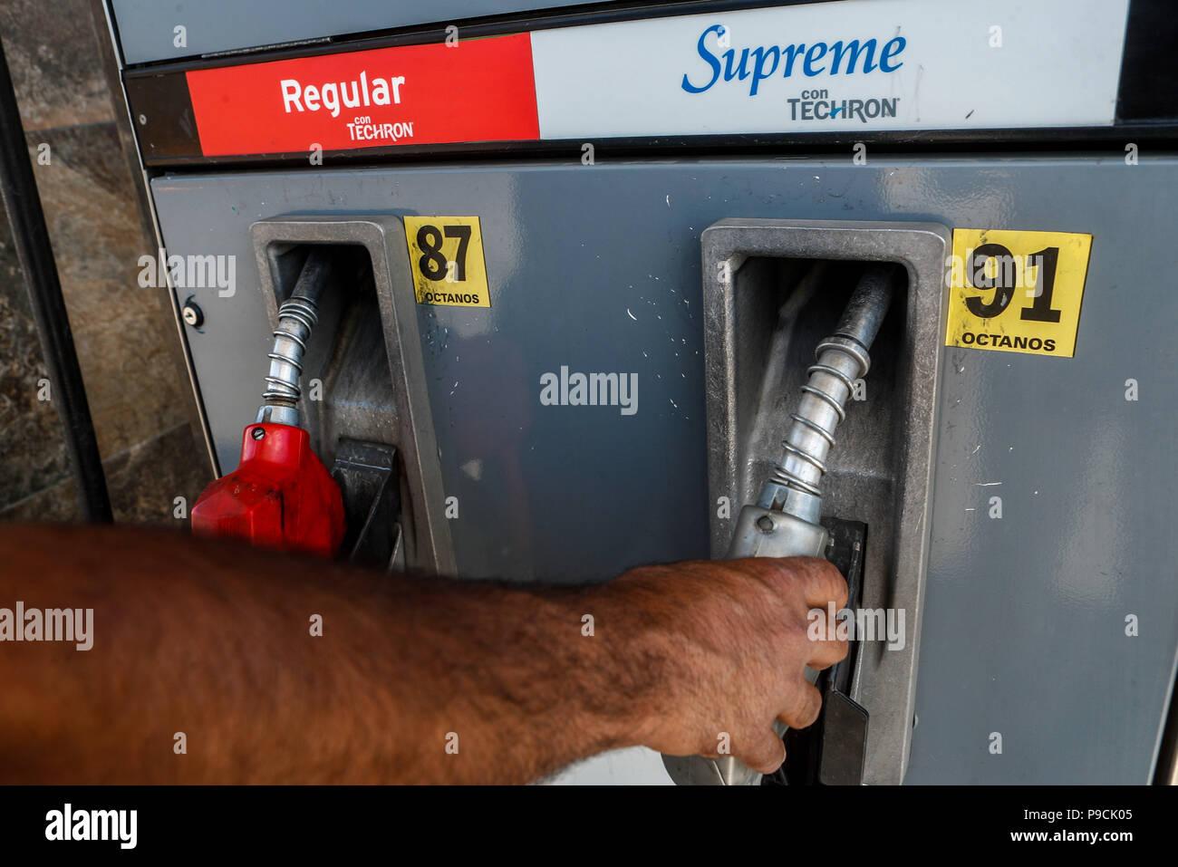 f9569aed543b Gasolinera Chevron en México. Techron. Estación de gas. Servicio de ...