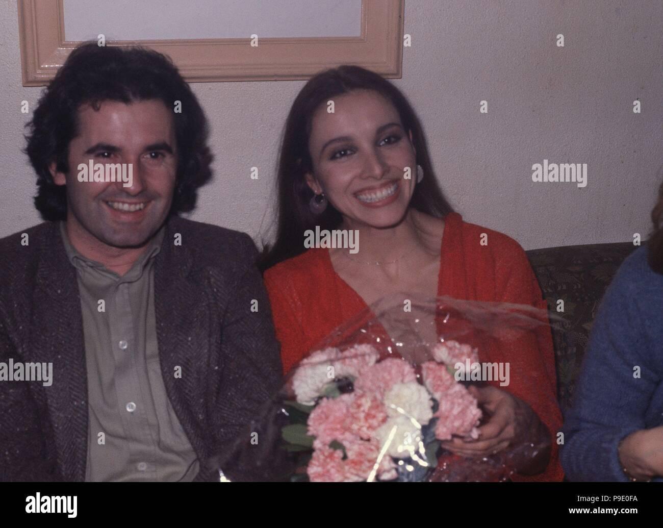 LA cantante y actriz Ana Belén JUNTO A SU MARIDO EL TAMBIEN cantante Víctor Manuel. Imagen De Stock