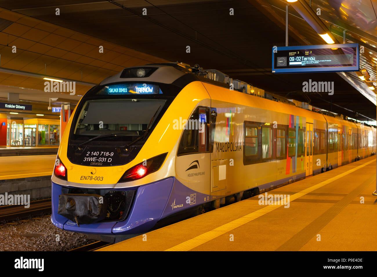 Malopolska Tren A Cracovia Estacin Glowny Destinados Tarnow Polonia Europa