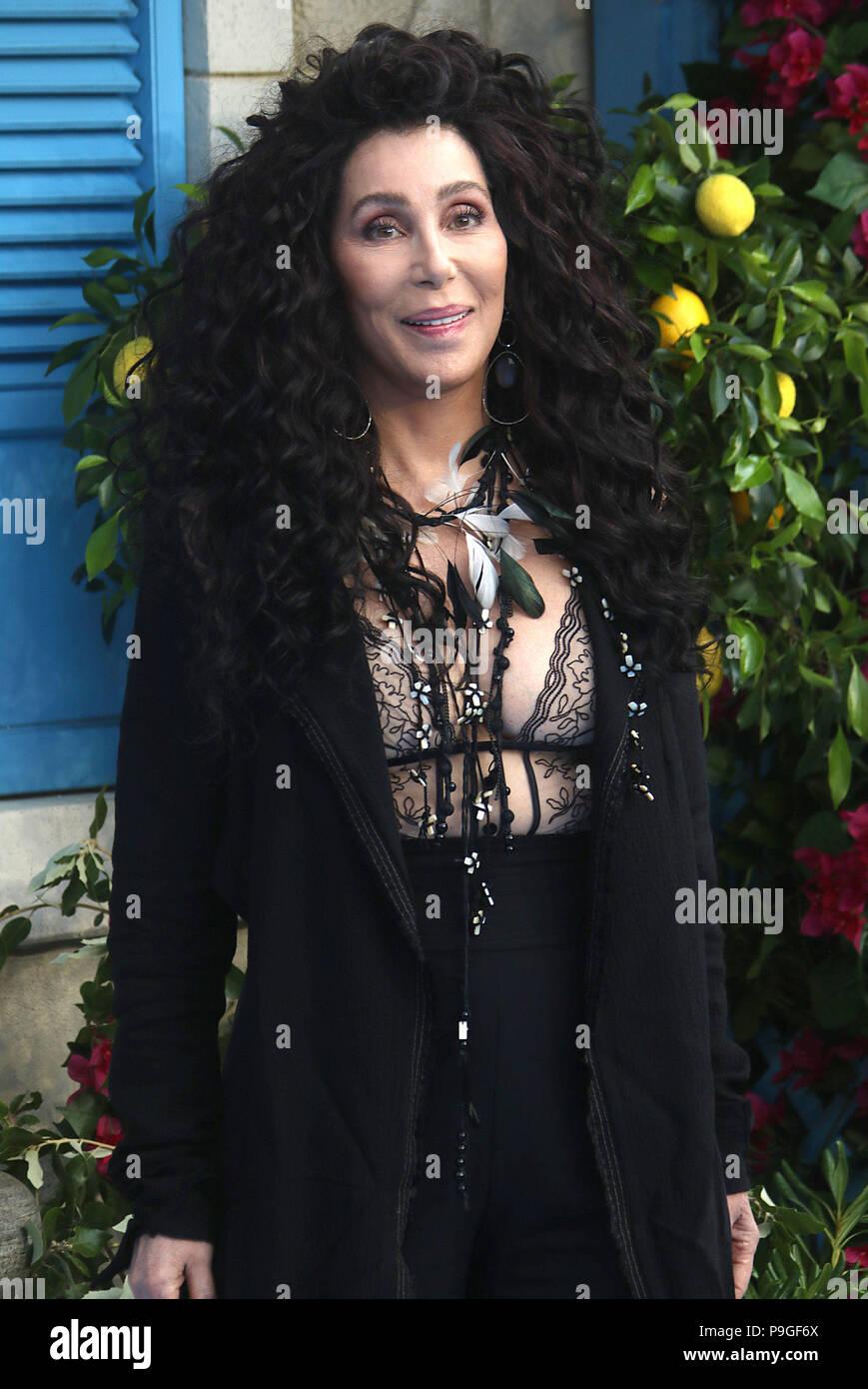 Londres - jul 16, 2018: Cher atiende la Mamma Mia! Aquí vamos de nuevo estreno Imagen De Stock